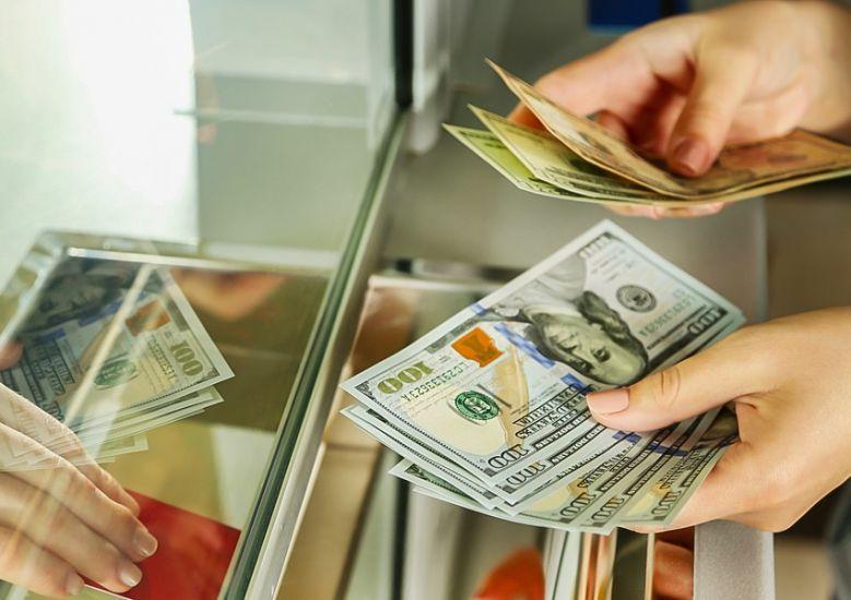 Dollar almaq istəyənlərin nəzərinə